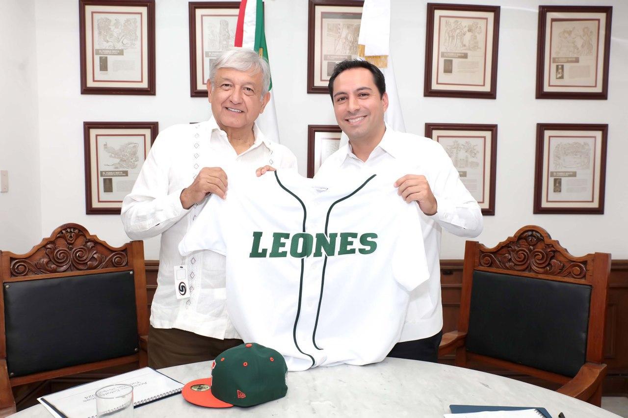 López Obrador se pone la piel de los Leones