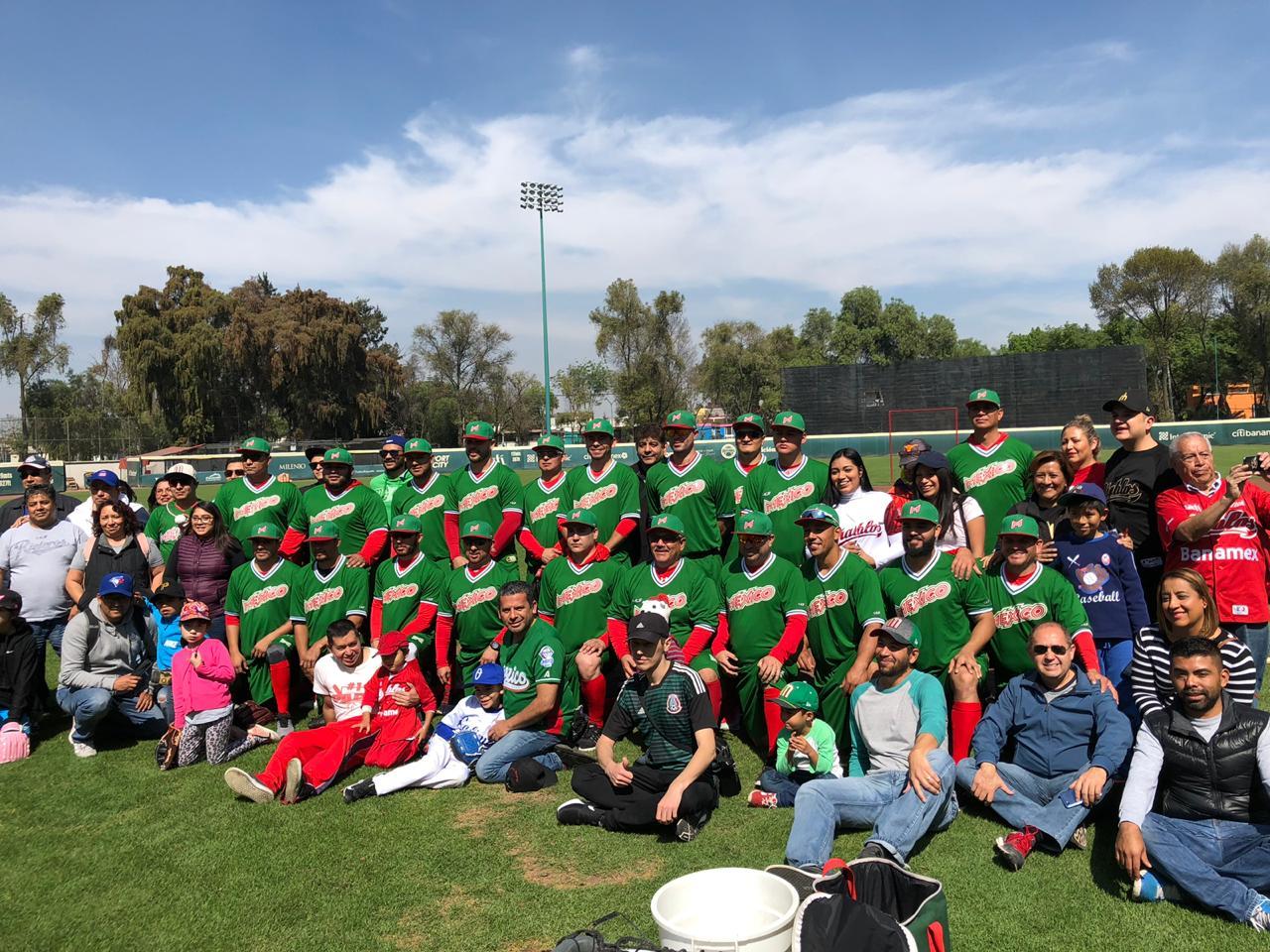 La Selección Mexicana de Beisbol convivió con aficionados